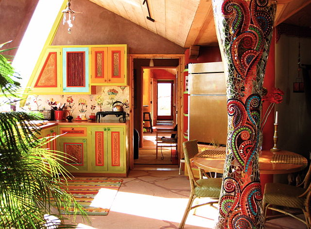 640px-Interior_of_the_Solaria_Earthship